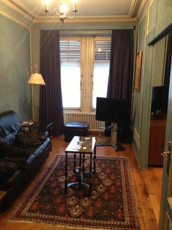 Hotel Longemalle: Petit salon (dans la chambre)