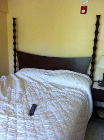 Kings Alley Hotel: bed