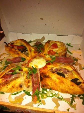 La Vela:                   the special pizza.....!