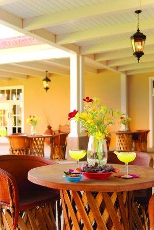 Gardunos Restaurant & Cantina: Portal Dining Outside Cafe Plazuela at Hotel Albuquerque