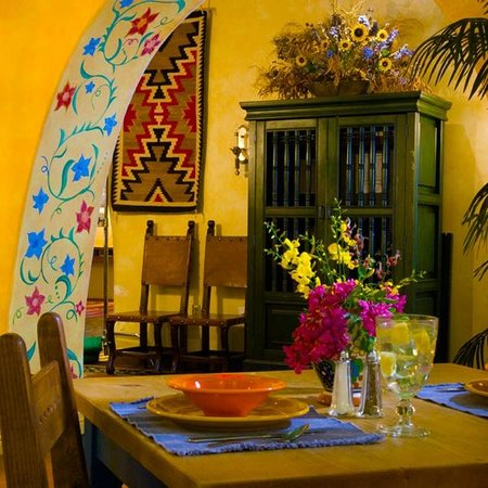 Gardunos Restaurant & Cantina: Archway at Cafe Plazuela at Hotel Albuquerque