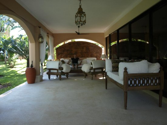 Almanara Luxury Villas:                   Veranda