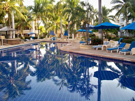 Ixtapa Palace Resort & Spa: Poolside