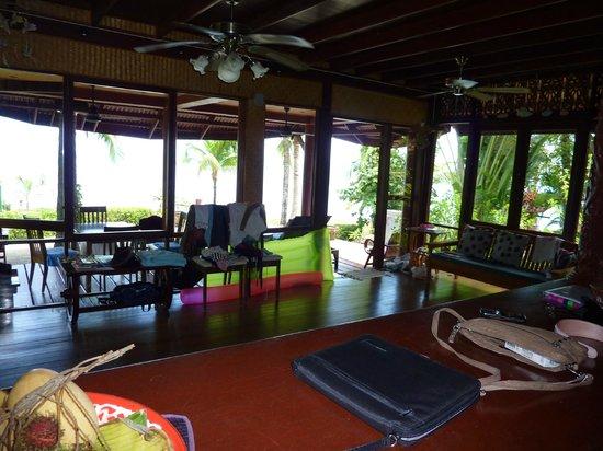 Coconut Paradise Resort :                   Wohnzimmer UG mit Sicht auf Veranda