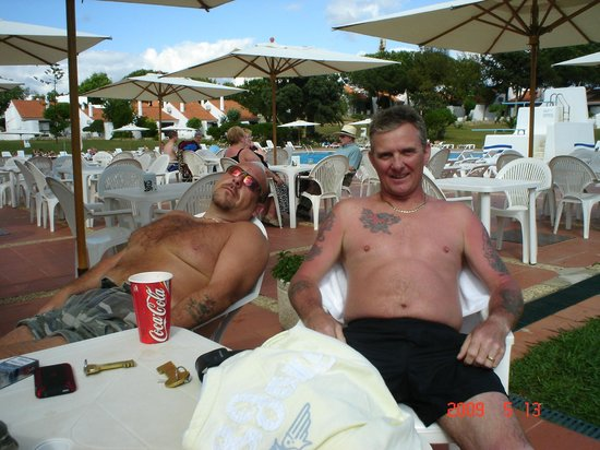Vilanova Resort: the poolside bar.