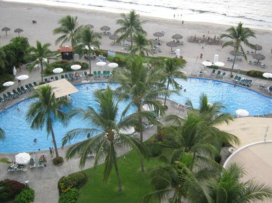 Ocean Breeze Nuevo Vallarta:                   Nice heated pool, great beach a hop, skip and jump away