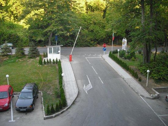 Perla Hotel: the car park entrance.