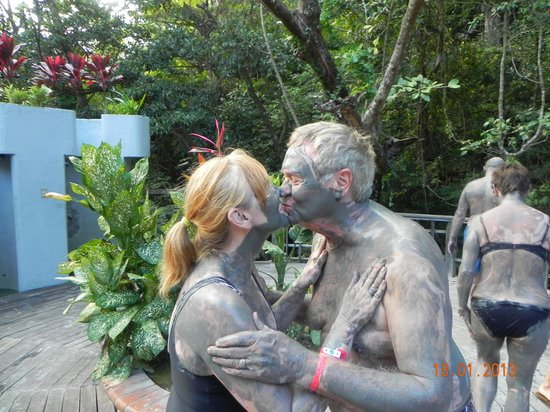Occidental Papagayo - Adults only: Here's mud in your eye :-)