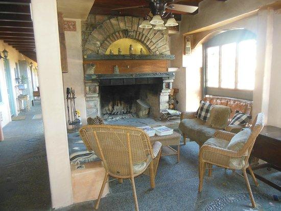 Les Artistes: Main Lobby Fireplace