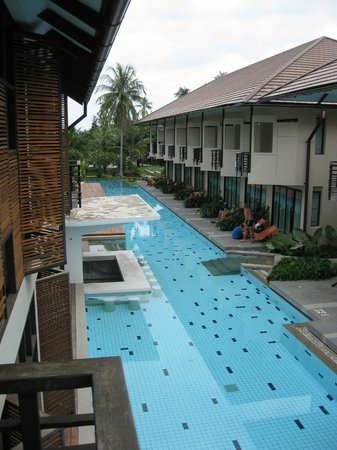 Centra by Centara Coconut Beach Resort Samui: pool view from second floor room 220