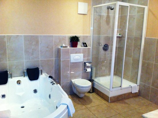 Knightsbrook Hotel & Golf Resort: Room 430 Bathroom