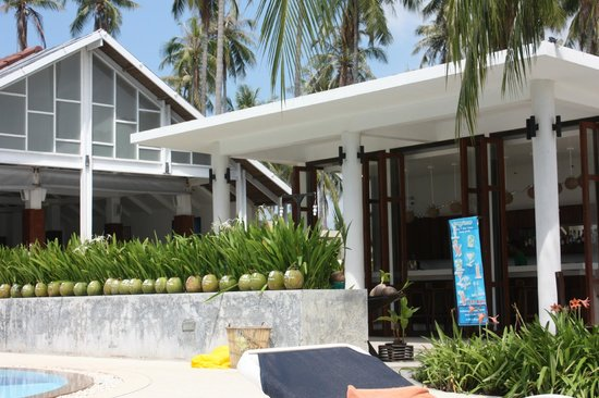 Centra by Centara Coconut Beach Resort Samui: portion of bar area