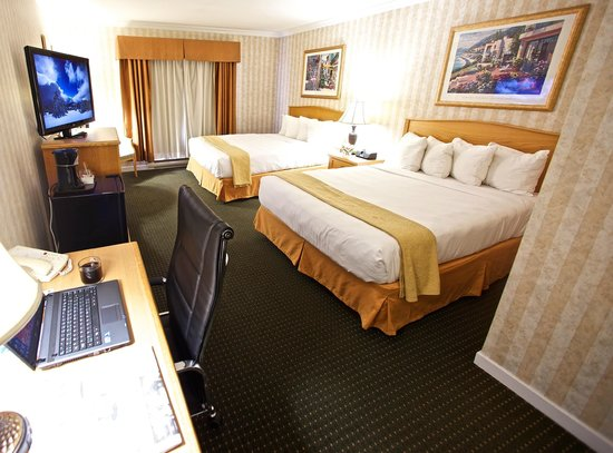 Quality Inn Downtown Inner Harbour: Double Queen Room