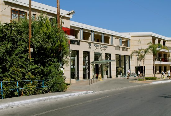 Porto Platanias Beach Resort & Spa:                   Front of hotel