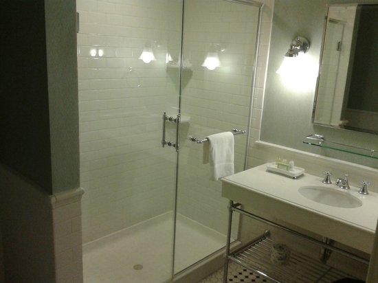 Lord Jeffery Inn:                   Spacious shower.