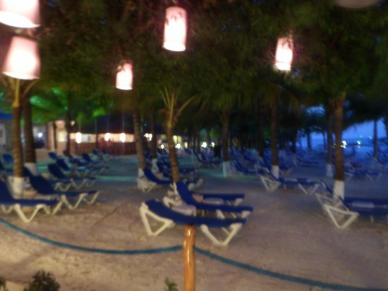 Occidental Costa Cancun:                   beach at night