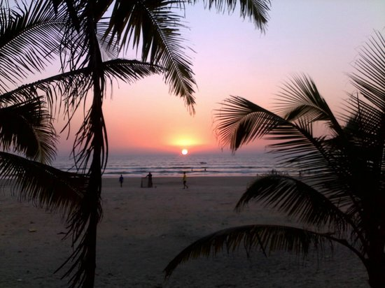 Furtado's Beach House:                   Вечерний вид из ресторана на пляж