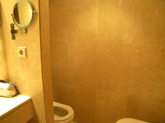Lleo Hotel: bagno