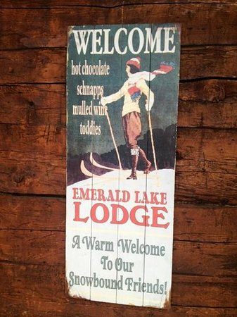 Emerald Lake Lodge: sign