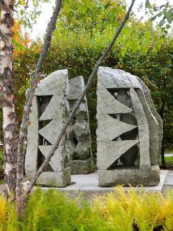 Farnsworth Art Museum: granite sculpture