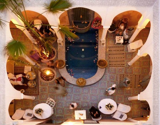 Riad du Rabbin : Oriental Patio with luxurious Swimmingpool