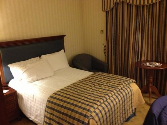 BEST WESTERN PLUS Coventry Windmill Village Hotel Golf & Spa:                   Bedroom