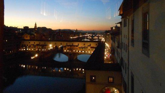 """Florence and Tuscany Tours by Florapromotuscany: Ponte Vecchio al anochecer visto desde el museo de """"Los Oficios"""""""