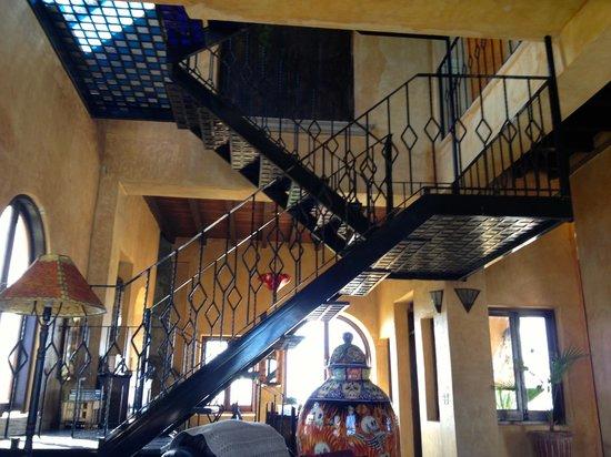 Villa Santa Cruz:                   Lobby