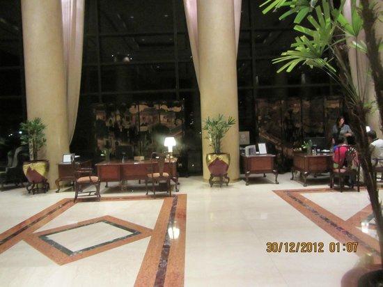 Park Tower: Lobby