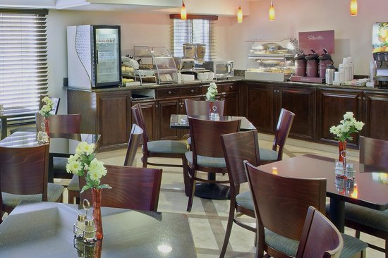 BEST WESTERN PLUS Marina Shores Hotel: Enjoy our FREE hot breakfast buffet every morning!