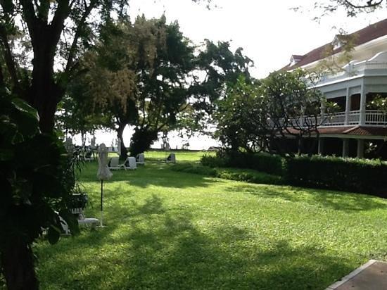 Centara Grand Beach Resort & Villas Hua Hin:                   park Centara                 