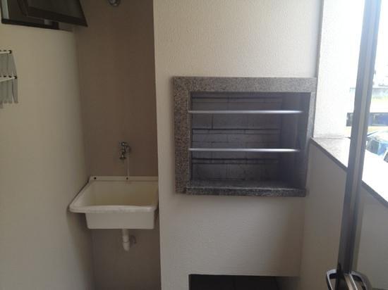 Fragata Apart Hotel: parrillero y pileta lavar