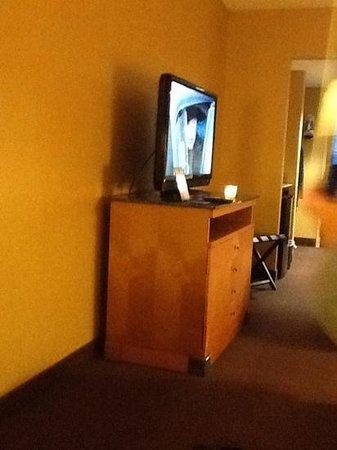 Comfort Suites Southpark:                   nice big 36inch tv.