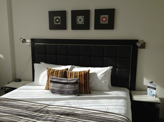 Meriton Suites George Street, Parramatta:                   Master bedroom.