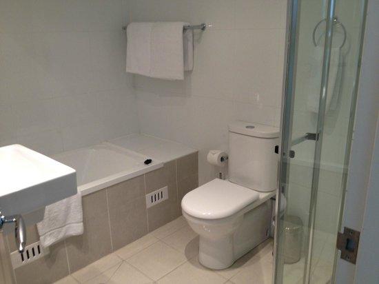 Meriton Suites George Street, Parramatta:                   Ensuite with bathtub.
