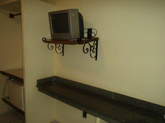 Marlim Porto Hotel:                   TV e Bancada