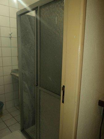 Marlim Porto Hotel:                   Entrada do Banheiro