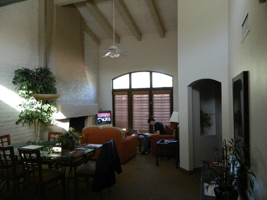 Scottsdale Camelback Resort: Living room