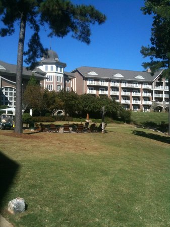 The Ritz-Carlton Reynolds, Lake Oconee:                   Beautiful Grounds