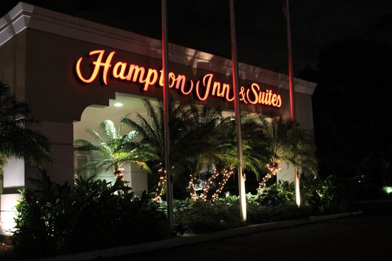 Hampton Inn & Suites San Juan:                   A view of the front of the hotel