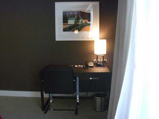 DoubleTree by Hilton Hotel Queenstown: desk