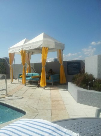 Hampton Inn & Suites by Hilton - Miami/Brickell-Downtown:                   UNDER THE CABANA
