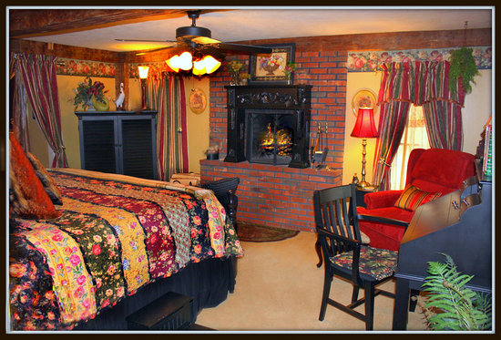 The Clarke House Bed & Breakfast: King Suite