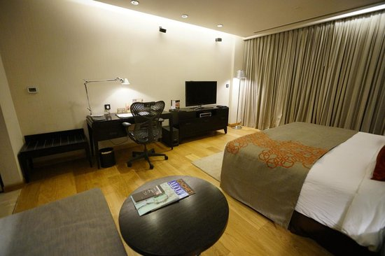 Fraser Suites New Delhi: room