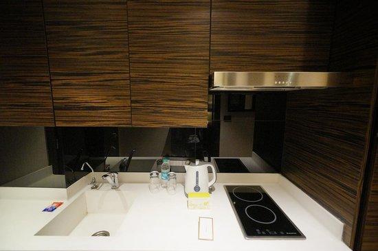 Fraser Suites New Delhi: kitchen