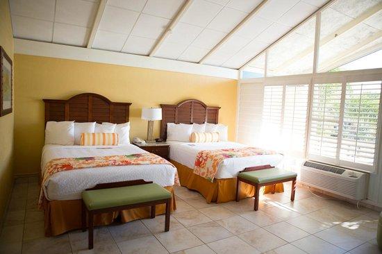 Best Western Plus Yacht Harbor Inn: Deluxe 2 Queens w/private balcony