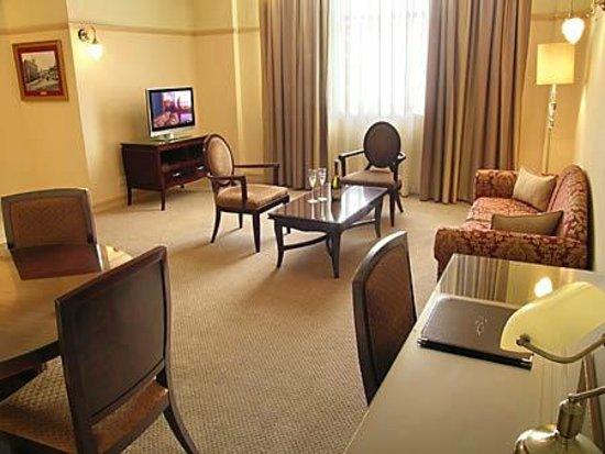 royal albert hotel updated 2018 reviews price. Black Bedroom Furniture Sets. Home Design Ideas