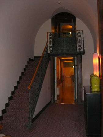 Grand Hotel Cavour:                   Hallway