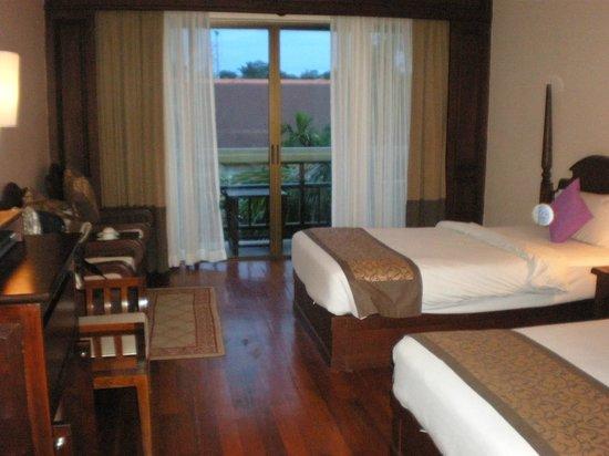 Prince D'Angkor Hotel & Spa: バルコニー付きの部屋