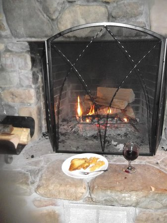 Willow Valley Resort: dinner by the fireplace